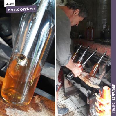 David rend visite à Alain Dejean au Domaine Rousset-Peyraguey. Mise en bouteille manuelle du mill...