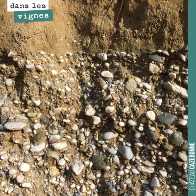 De jolis galets roulés en profondeur de nos sols de Peyron-Bouché. Ces terroirs permettent à la v...