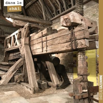 Exceptionnel pressoir datant de 1478, au Château du Clos de Vougeot. De la haute technologie avan...