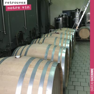 Notre Grand vin rouge 2019 fait son élevage en barriques de 500 litres. Il va falloir les déplace...