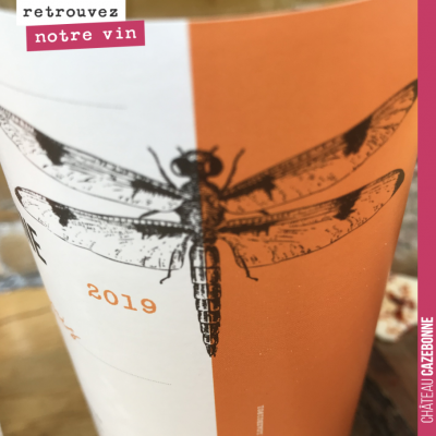 La libellule, l'emblème de Cazebonne. On a hésité à mettre un insecte sur l'étiquette, mais c'est...