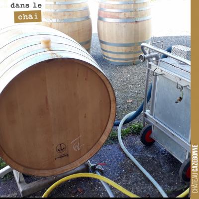 Nettoyage des barriques de rouge à la vapeur avant entonnage du millésime 2020. Le grand vin 2019...